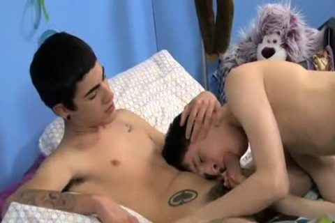 Two teens plow hard on daybed