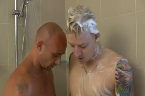 2 AUSSIES SHOWER AND blowjob TO bed