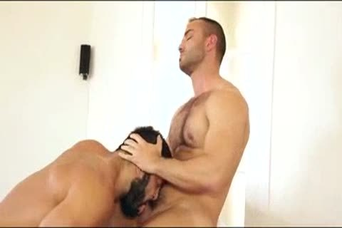 Rogan Richards bonks Hugo Vergari