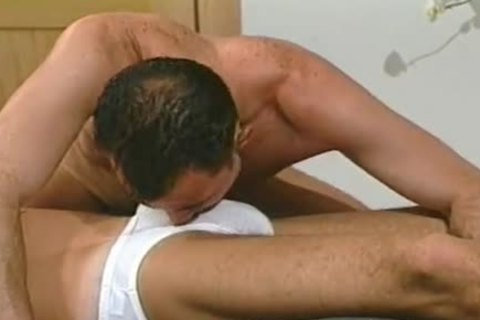 Caucasian hotties blowing Each Others cock