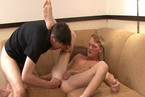 Gavin Waters Enjoys This Session Of Sodomy!