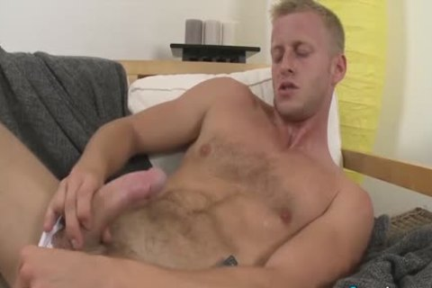 naughty Denis Reed Working Out A Messy Load Out Of his balls