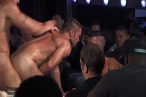 Stripshow Porn DP group-sex On Stage