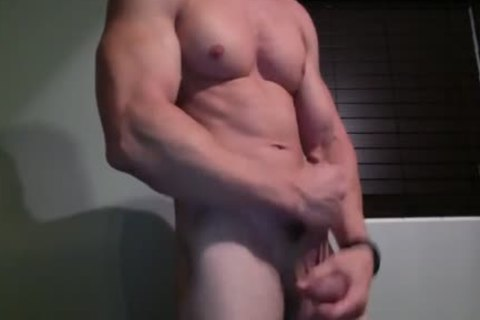 Muscled chap Lubes His ramrod And Jerks Off