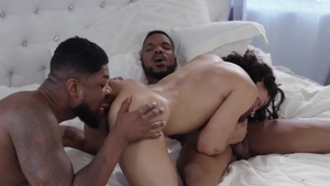 Noir Male: Latin Aaron Reese nailed by huge cock Cali