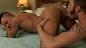 IconMale.com - Wolf Hudson show huge penis