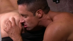 IconMale - Muscled jock Max Sargent enjoying big cock guy