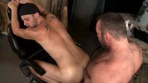 MenOver30.com: Muscled Chandler Scott facial