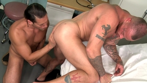 MenOver30.com: Brunette Sean Duran helps with hard ramming