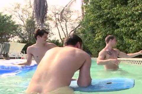 A poolside orgy FTW